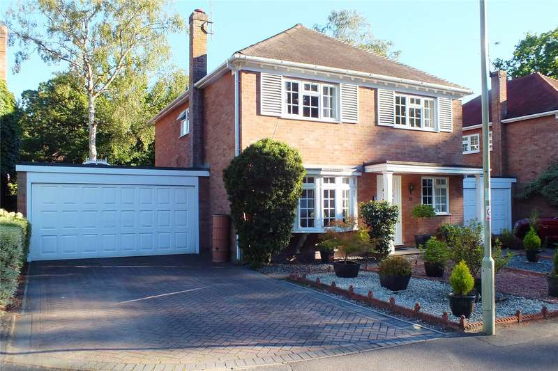 4 Bedrooms Detached House for sale in Lawrence Road, Fleet, Hampshire, GU52