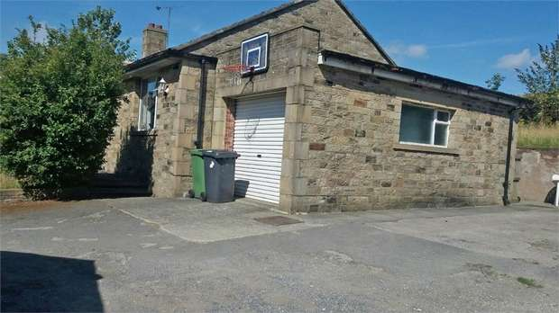 3 Bedrooms Detached Bungalow for sale in Laund Road, Huddersfield, West Yorkshire