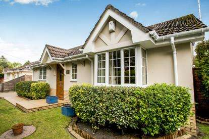 3 Bedrooms Bungalow for sale in St. Ives, Ringwood