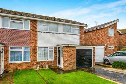 3 Bedrooms End Of Terrace House for sale in Great Wakering, Southend-On-Sea, Essex