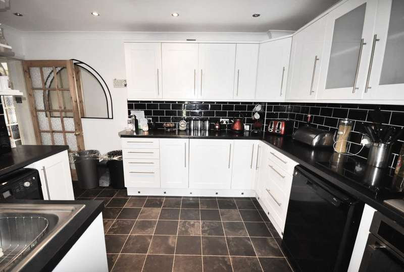 3 Bedrooms Semi Detached House for sale in Barking & Dagenham, Dagenham