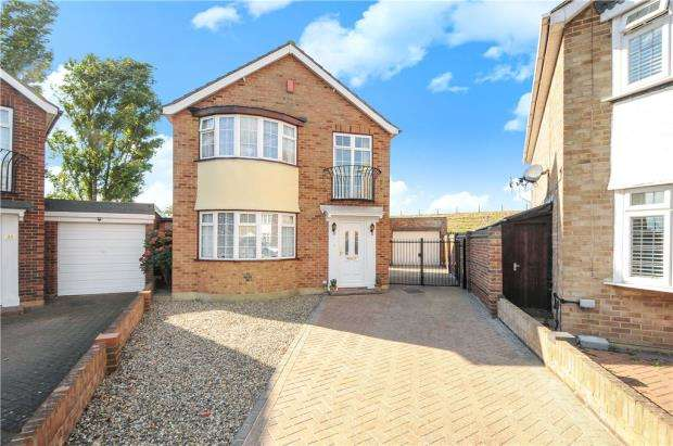 3 Bedrooms Detached House for sale in Trinity Close, Stanwell, Staines-upon-Thames