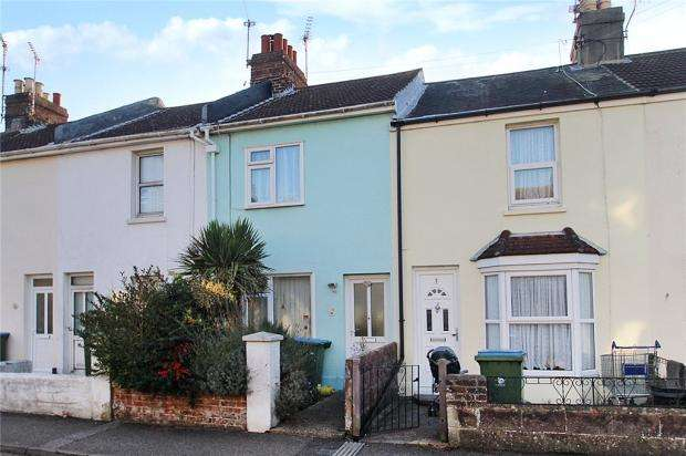 2 Bedrooms Terraced House for sale in Howard Place, Littlehampton, West Sussex, BN17