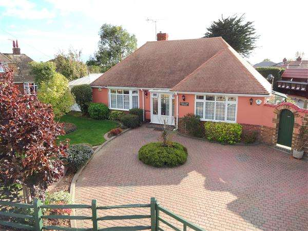 2 Bedrooms Bungalow for sale in Langbury Close