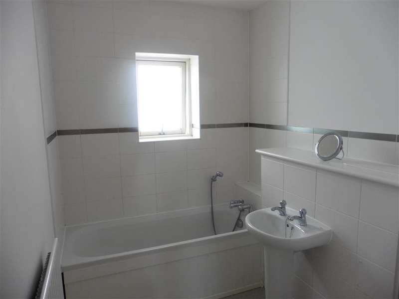 1 Bedroom Apartment Flat for sale in Phalarope Way, St. Marys Island Chatham, Kent