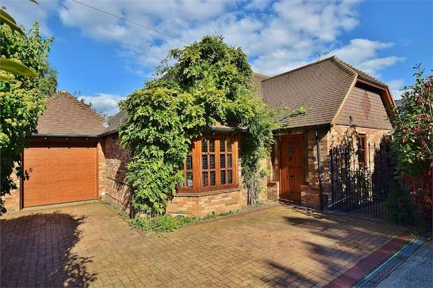 2 Bedrooms Detached Bungalow for sale in Bushey Grove Road, BUSHEY, Hertfordshire