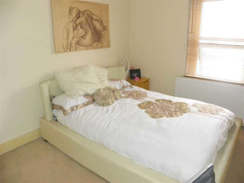 3 Bedrooms Flat for sale in Kent Road, Orpington