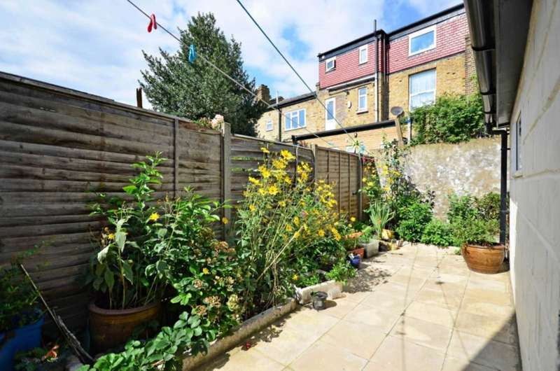 3 Bedrooms House for sale in Prince George Road, Stoke Newington