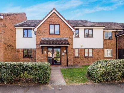 2 Bedrooms Flat for sale in Higham Station Avenue, Chingford, London