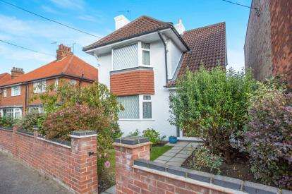 3 Bedrooms Detached House for sale in Beccles, Suffolk, .