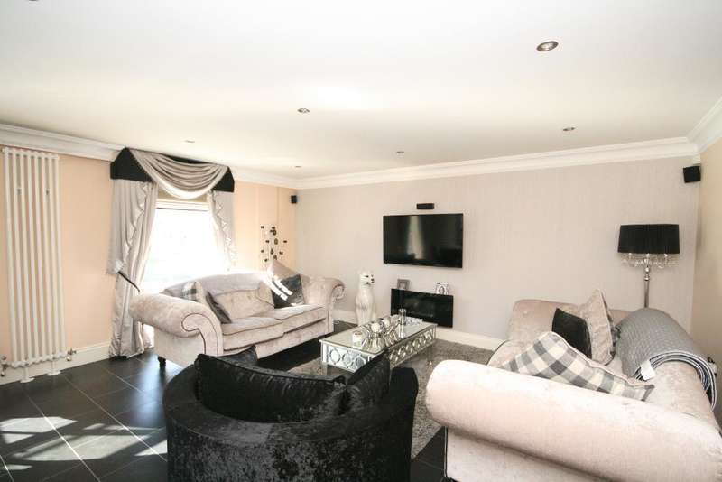 2 Bedrooms Flat for sale in The Promenade, Southport, PR9 0EF