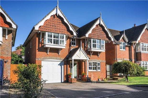 4 Bedrooms Detached House for sale in Royal Close, Orpington, Kent, BR6 7BH