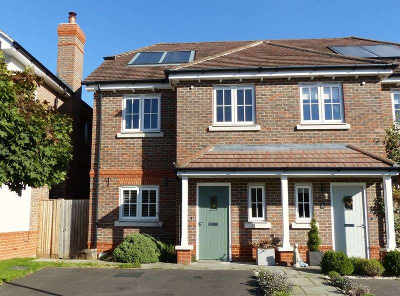 3 Bedrooms Semi Detached House for sale in COOKHAM