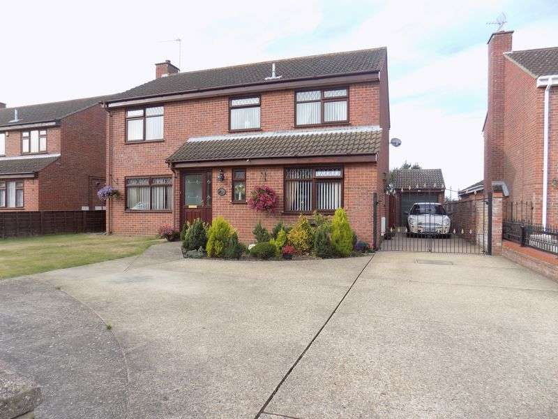4 Bedrooms Detached House for sale in Fell Way, Bradwell, Great Yarmouth