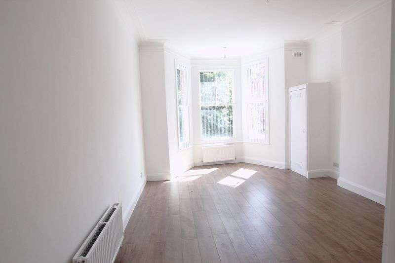 2 Bedrooms Flat for sale in Goldhurst Terrace, South Hampstead,