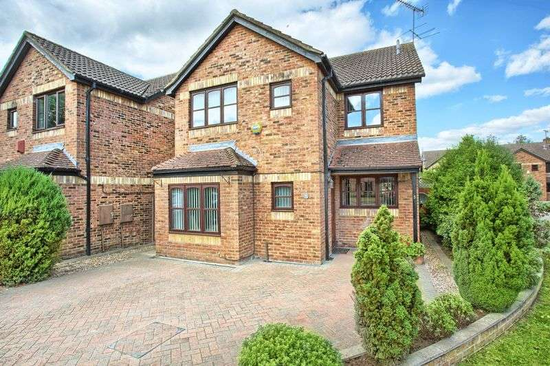 4 Bedrooms Detached House for sale in Stanstead Abbotts, Hertfordshire