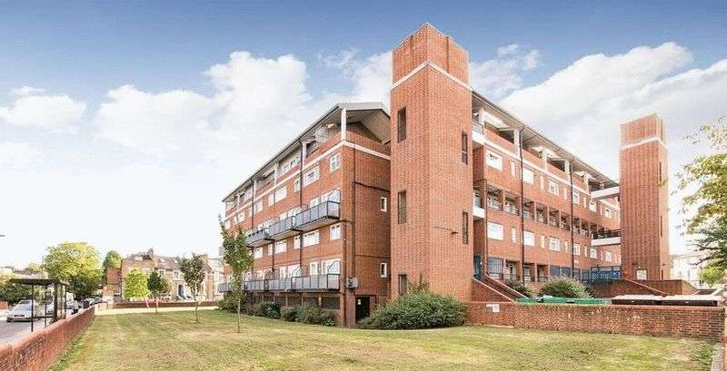 3 Bedrooms Flat for sale in Morris Blitz Court, Foulden Road, London N16