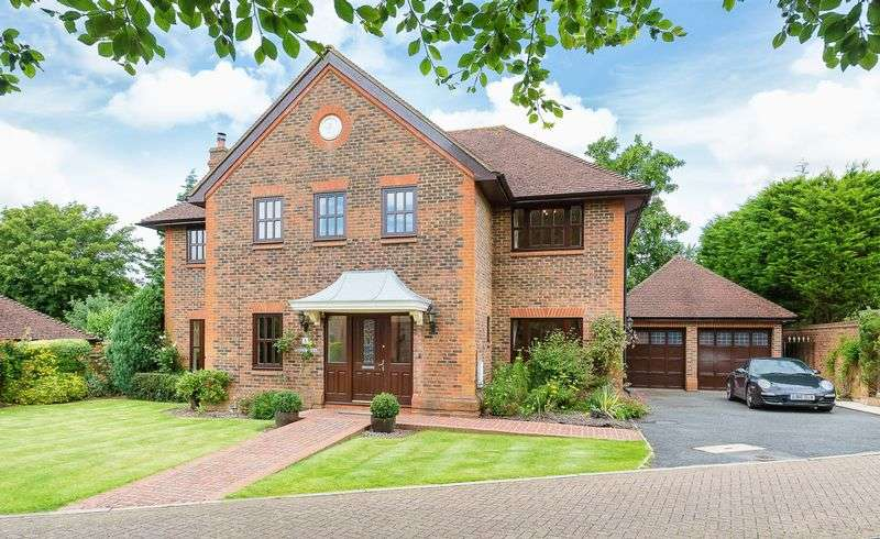 5 Bedrooms Detached House for sale in BANSTEAD