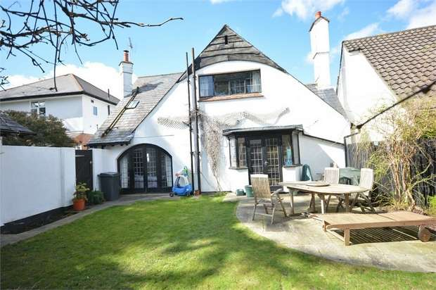 3 Bedrooms Detached House for sale in Queens Park, Bournemouth, Dorset