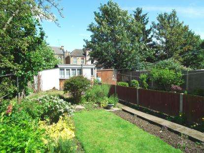 3 Bedrooms Terraced House for sale in Lincoln Crescent, Enfield