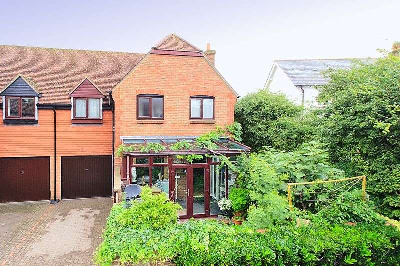 3 Bedrooms Terraced House for sale in Bishopsgate Walk, Chichester PO19