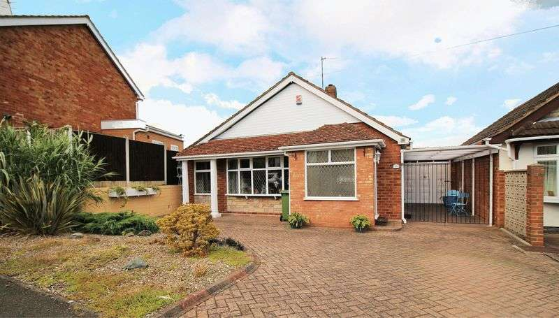 3 Bedrooms Detached Bungalow for sale in Southway Court. Kingswinford