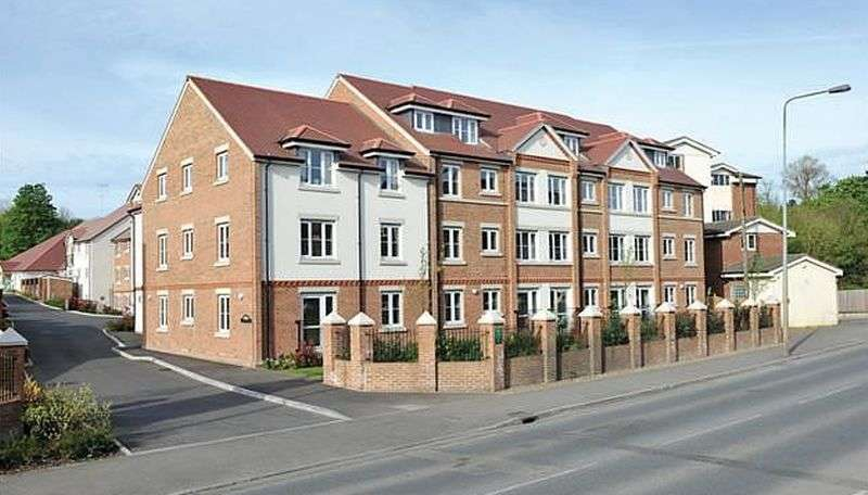1 Bedroom Flat for sale in Townsend Court,High Street South, Rushden: NO CHAIN one bed first floor Assisted Living retirement apartmentt