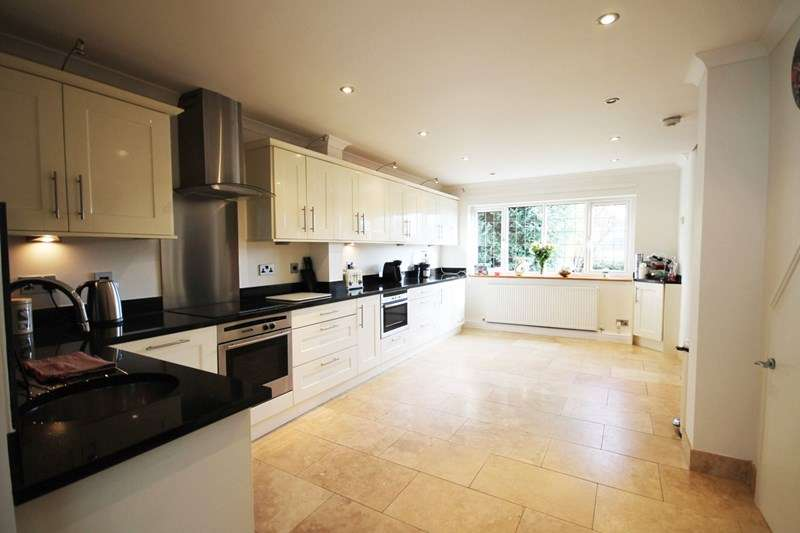 3 Bedrooms Semi Detached House for sale in Newbrook Road, Atherton, Manchester, Lancashire.