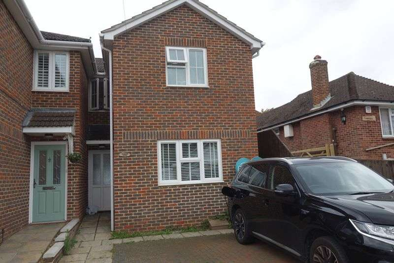 3 Bedrooms Terraced House for sale in Grove Road, Aldershot