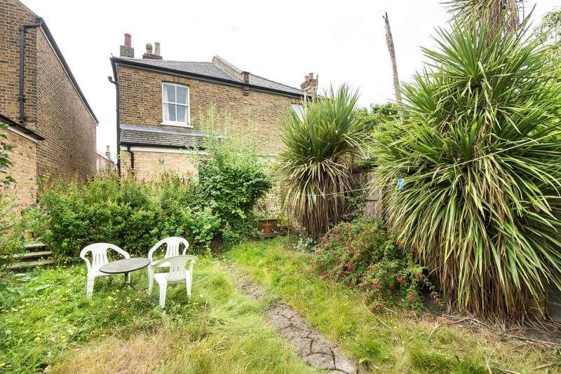 3 Bedrooms Semi Detached House for sale in Bockhampton Road, Kingston upon Thames KT2