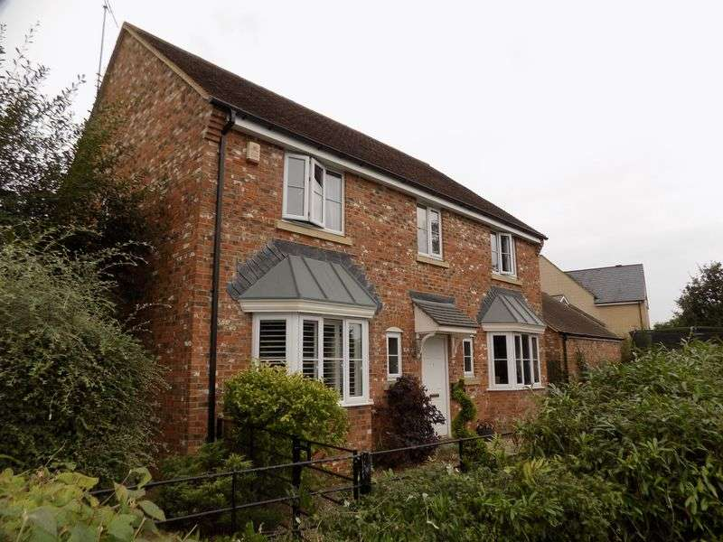4 Bedrooms Detached House for sale in Oakhurst Way, Oakhurst