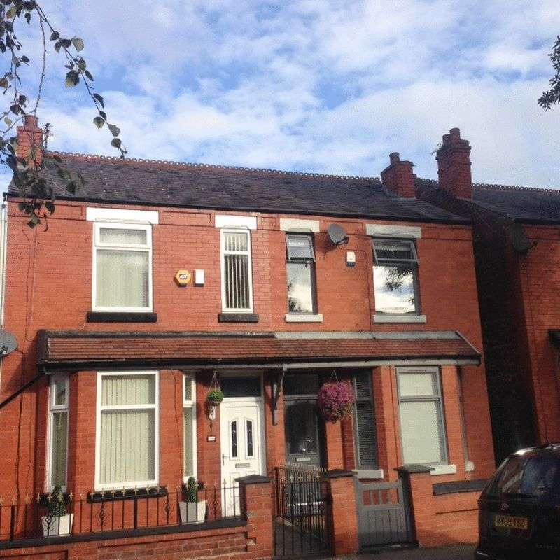 3 Bedrooms Semi Detached House for sale in Cheletenham Road, Cheadle Heath