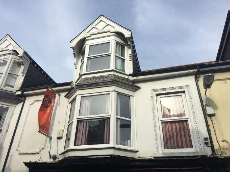 3 Bedrooms Flat for sale in Cross Street, Camborne
