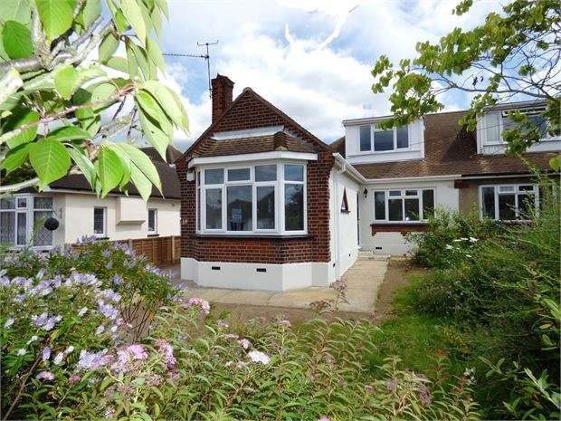 3 Bedrooms Semi Detached Bungalow for sale in Dulverton Avenue, Westcliff on sea, SS0 0HR