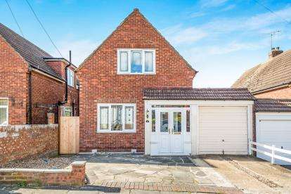 2 Bedrooms Detached House for sale in Collier Row, Romford, Essex