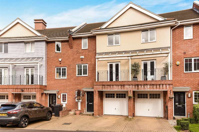 3 Bedrooms House for sale in Flowers Avenue, Ruislip, Middlesex, HA4