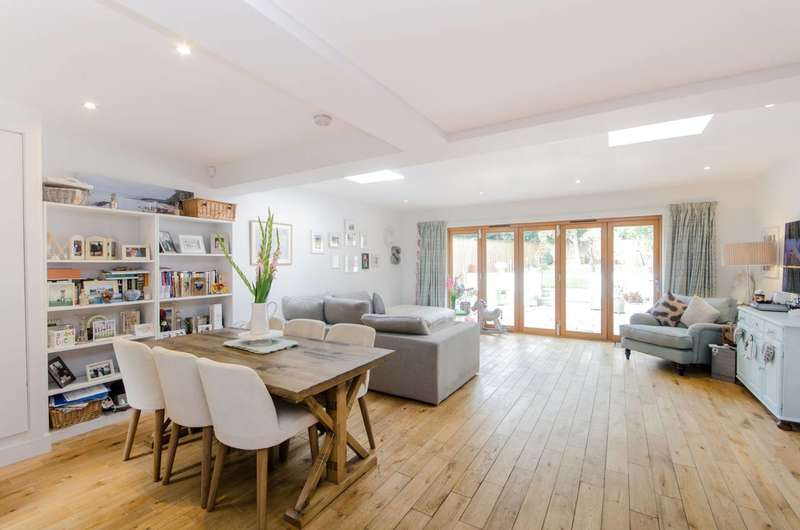 2 Bedrooms Flat for sale in Alexandra Road, Wimbledon, SW19