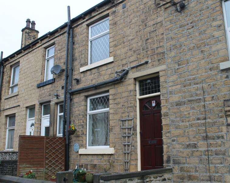 2 Bedrooms Terraced House for sale in Crosland Street, Crosland Moor, Huddersfield, HD4 5AU