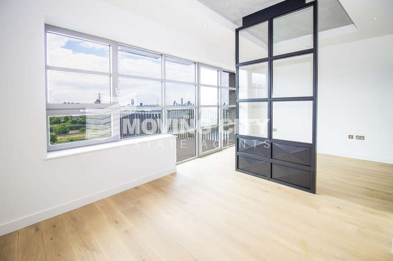 Flat for sale in Kent Building, City Island, London