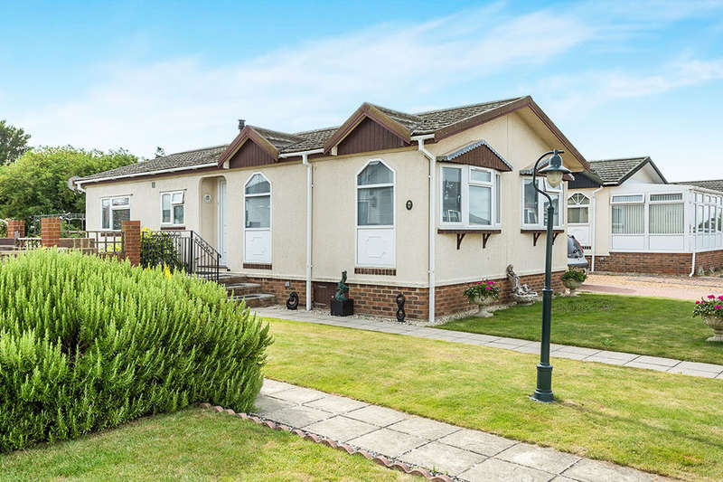 2 Bedrooms Detached Bungalow for sale in Conifer Way, Bognor Regis, PO21