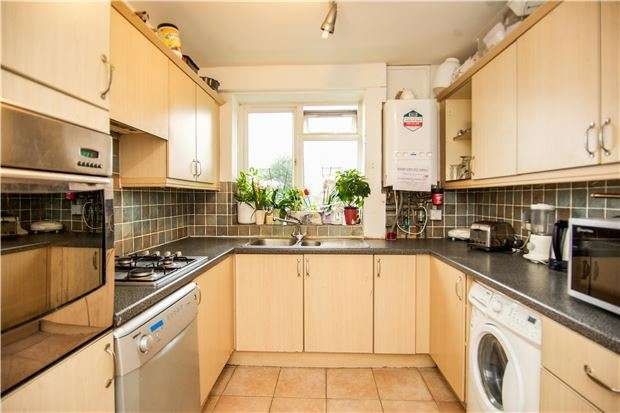 4 Bedrooms Flat for sale in Dagnall Street, Battersea, London, SW11