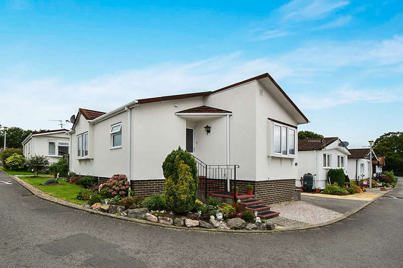 2 Bedrooms Bungalow for sale in Summerlands Court, Liverton, Newton Abbot, TQ12