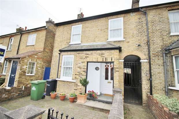 3 Bedrooms Terraced House for sale in Longfield Lane, Cheshunt, WALTHAM CROSS, Hertfordshire