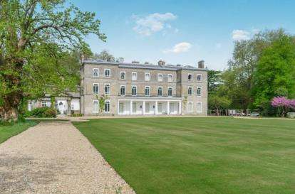 3 Bedrooms Flat for sale in Brambridge Park, Eastleigh, Hampshire