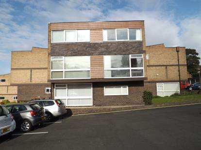 2 Bedrooms Flat for sale in Brandhall Court, Wolverhampton Road, Oldbury, West Midlands