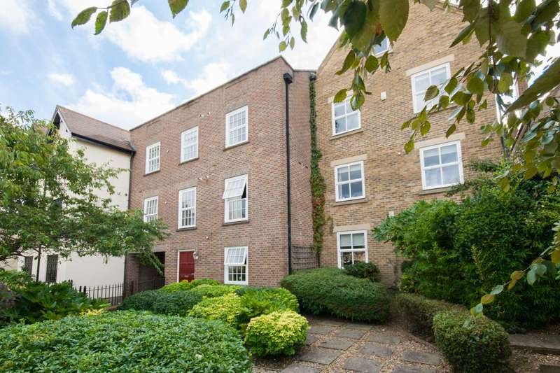 2 Bedrooms Apartment Flat for sale in Callaghan Court, Berkhamsted