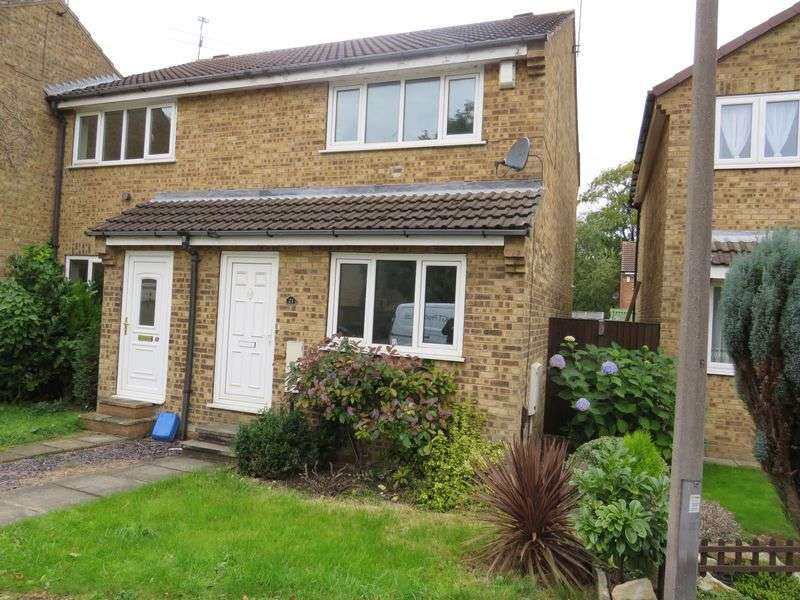 2 Bedrooms Terraced House for sale in Montrose Avenue, York