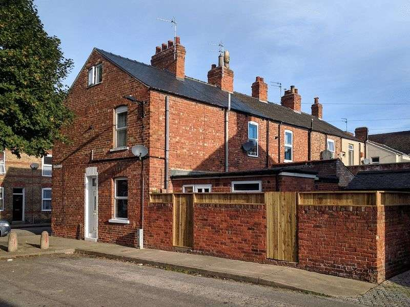 3 Bedrooms Terraced House for sale in Rosebery Street, York