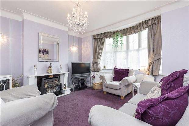 3 Bedrooms Semi Detached House for sale in Monkleigh Road, MORDEN, Surrey, SM4 4EW
