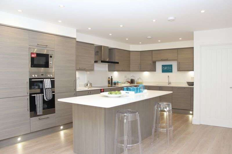 3 Bedrooms House for sale in Narev Drive, St. Wilfrids Road, Barnet, EN4